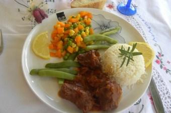 μοσχάρι κοκκινιστό με ρύζι και λαχανικά εικόνα