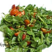 Σαλάτα με Κάρδαμο, Ρόκα, Ντοματίνια και Φράουλες