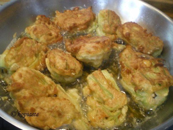 Γεμιστοί κολοκυθοανθοί τηγανιτοί