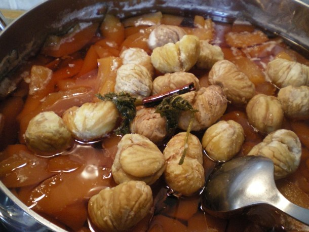 κυδώνια με κάστανα κατά το μαγείρεμα εικόνα