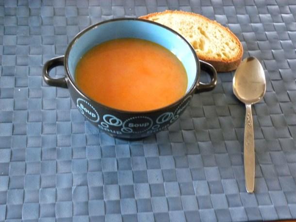 Σούπα τραχανάς σε μπολ εικόνα