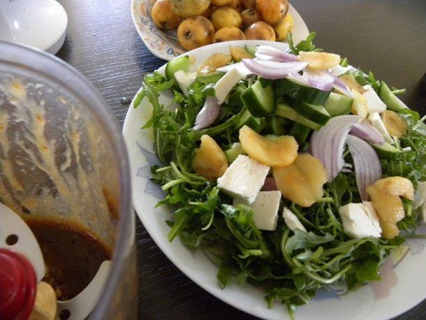Σαλάτα ρόκα με φέτα και μούσμουλα εικόνα