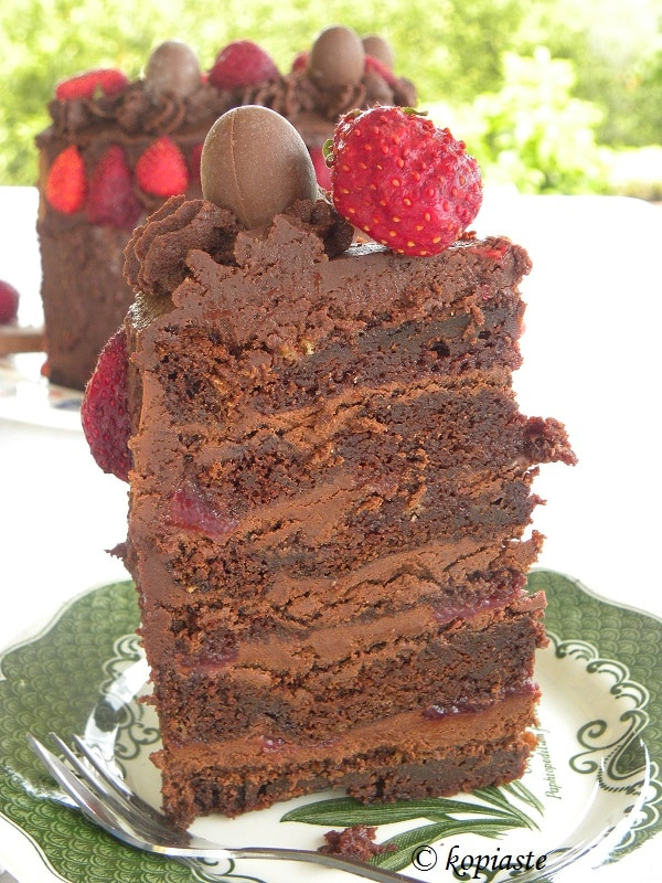 Τούτρα σοκολάτας φράουλας κομμένη