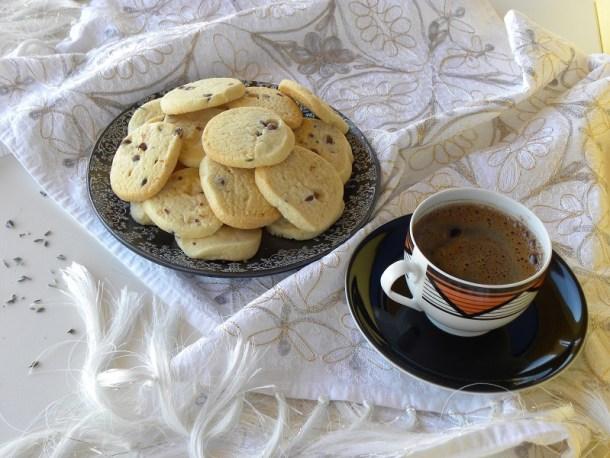 Κούκις βουτύρου με Ελληνικό καφέ φωτογραφία