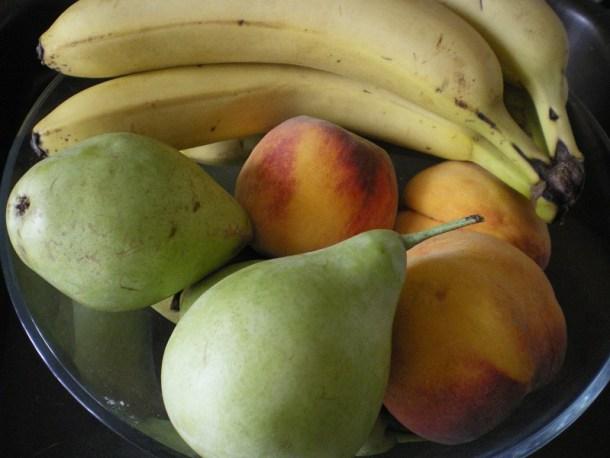 Μπανάνες, αχλάδια και ροδάκινα εικόνα