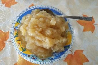 σπιτική μαρμελάδα μήλου σε πιάτο εικόνα