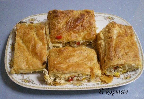 Kotopita chicken pie baked and cut 04
