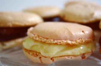 Macarons with pastry cream image