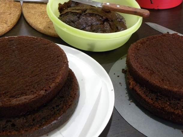 chocolate pantespani sponge cake
