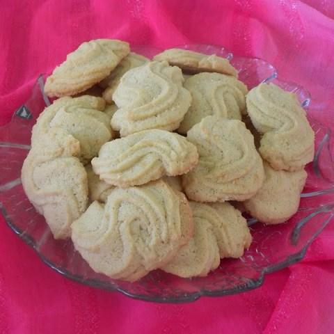 Koulourakia Sigma (Cypriot Blossom Water Cookies)