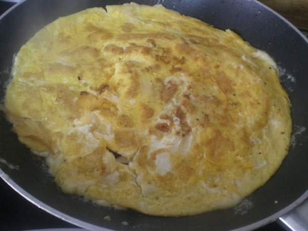Omelet with ham and cheese image