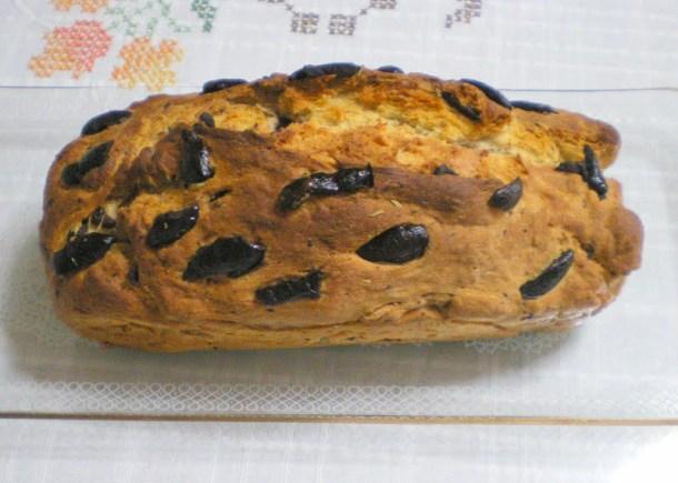 Eliopsomo (olive bread)