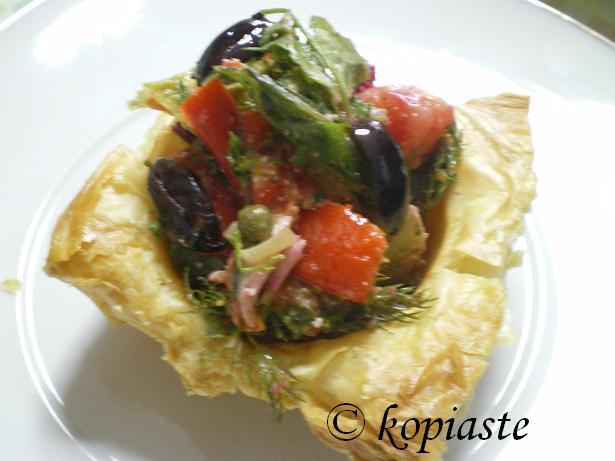 Salad in phyllo cups