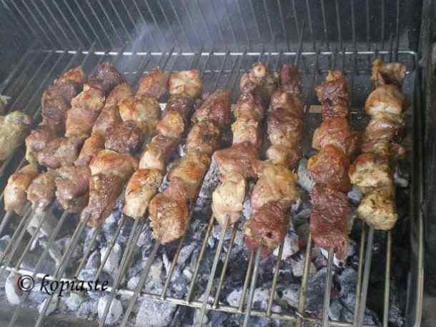 grilling souvlakia image