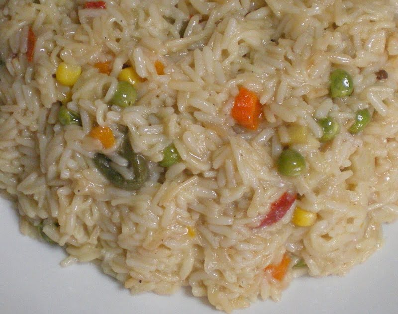 Pilafi me fide (Rice Pilaf with vegetables and vermicelli)