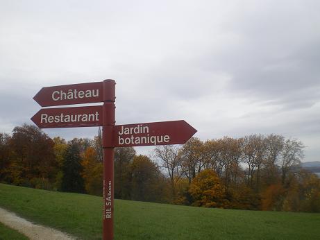 towards Chateau des Penthes