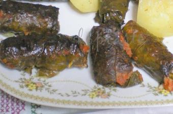Koupepia (Dolmadakia) Gialantzi with Potatoes