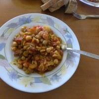 Revithia giahni sti gastra (stewed chickpeas)