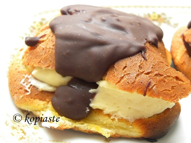 Eclairs with lemon curd