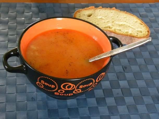 Trahanas with tomato and halloumi image