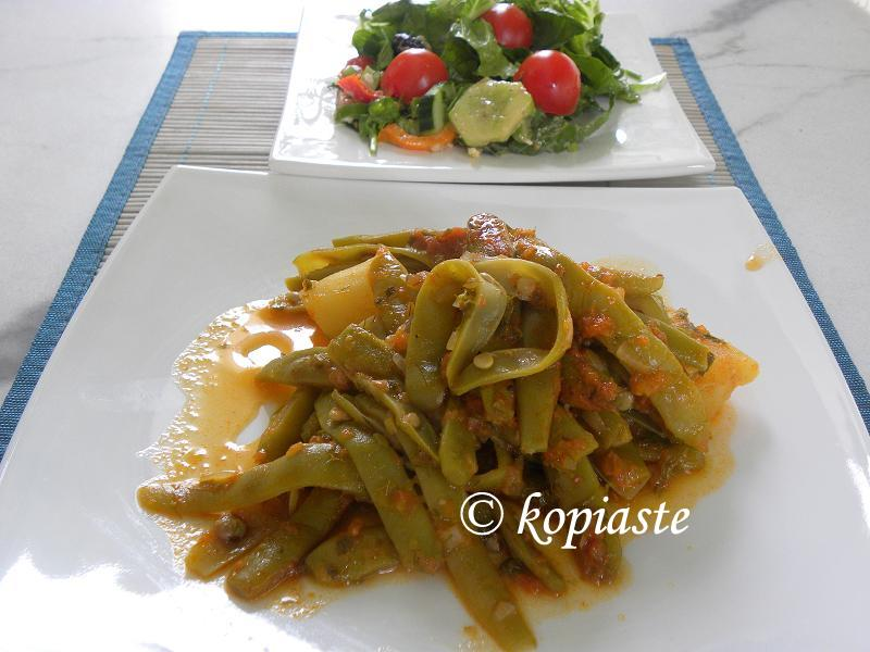 fassolakia with salad