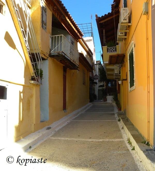 Narrow street at Psaromahalas