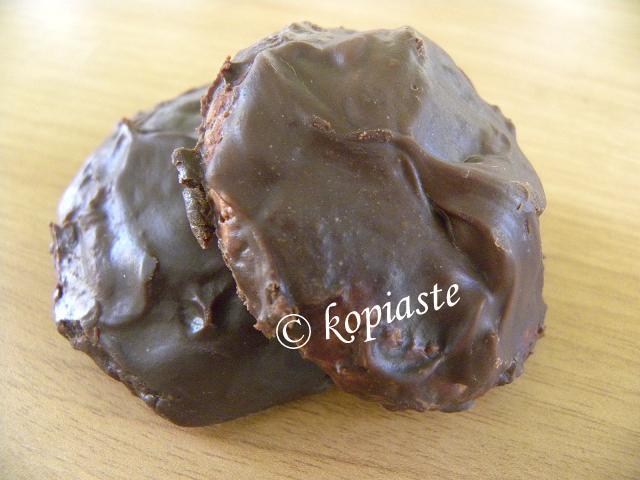 Chocolate amygdalota style cookies