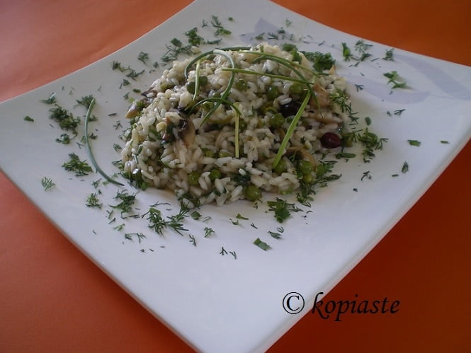 Vegan risotto with mushrooms, peas, chives and cranberries