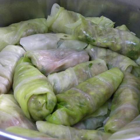 Lahanodolmades me Avgolemono (stuffed cabbage leaves)