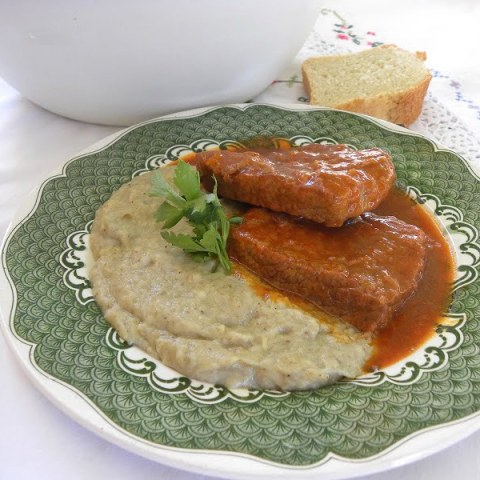 Hounkiar Begendi (stewed veal) and Eggplant Purée
