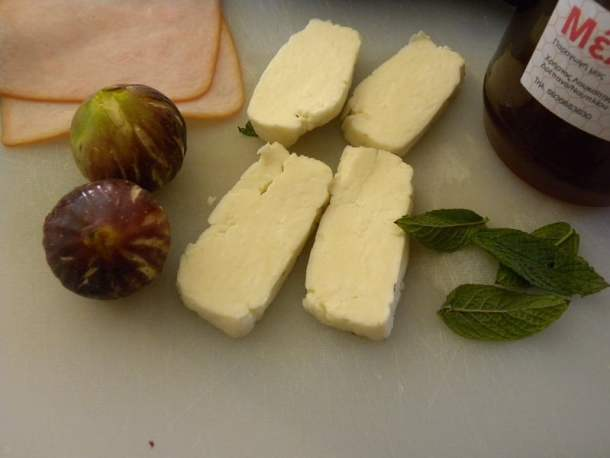 Fresh figs and halloumi image