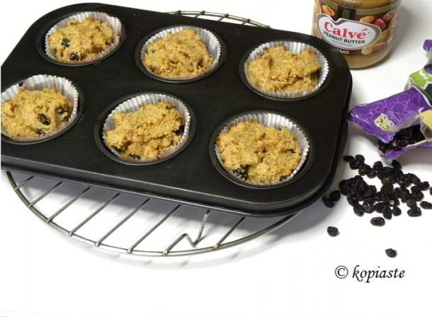 muffins with peanut butter and raisins