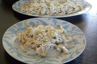 Gogges, Making Greek pasta with Video