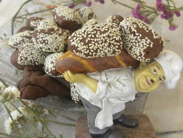 Moustokouloura with baker photo