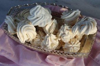 Meringues from acquafaba image
