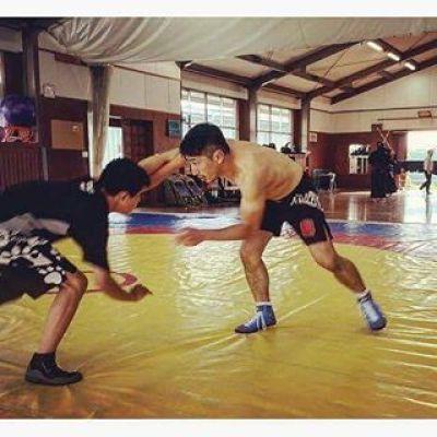元・玉名工業高校レスリング部コーチ、現・小川工業高校レスリング部監督の宮本慶太氏は日本のレスリングの未来を担う後進の育成に日々励んでいる。その宮本監督にご愛用頂いているのが、KORALのファイトショーツ!