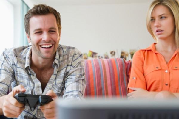 Tips Menghadapi Pasangan yang Sibuk Main Game Online