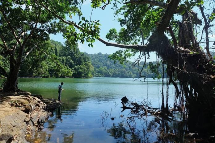 Wisata Danau Kastoba