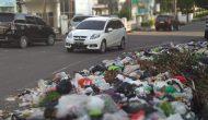 Permalink to Tumpukan Sampah Jadi Pemandangan di Area Kantor Gubernur Sumsel