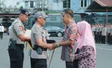 Permalink to Kapolda Sumsel Berikan Penghargaan Bagi Briptu Randu, Yang Gugur Dalam Tugas Pengamanan Pemilu 2019