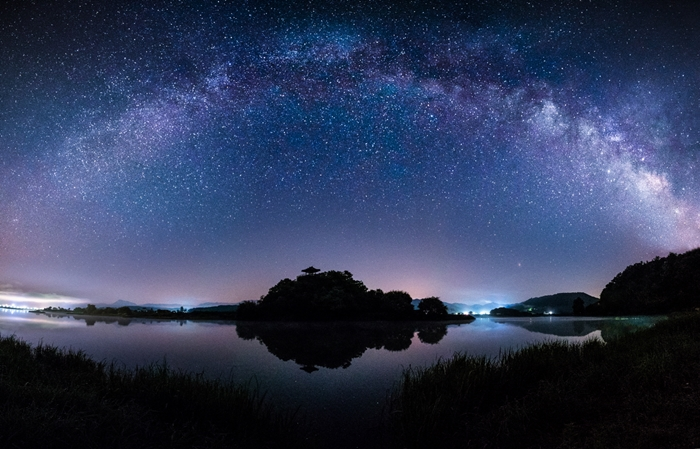 The photo titled 'Sangchun Pavilion, Where the Milky Way Rises' wins a third-place prize.