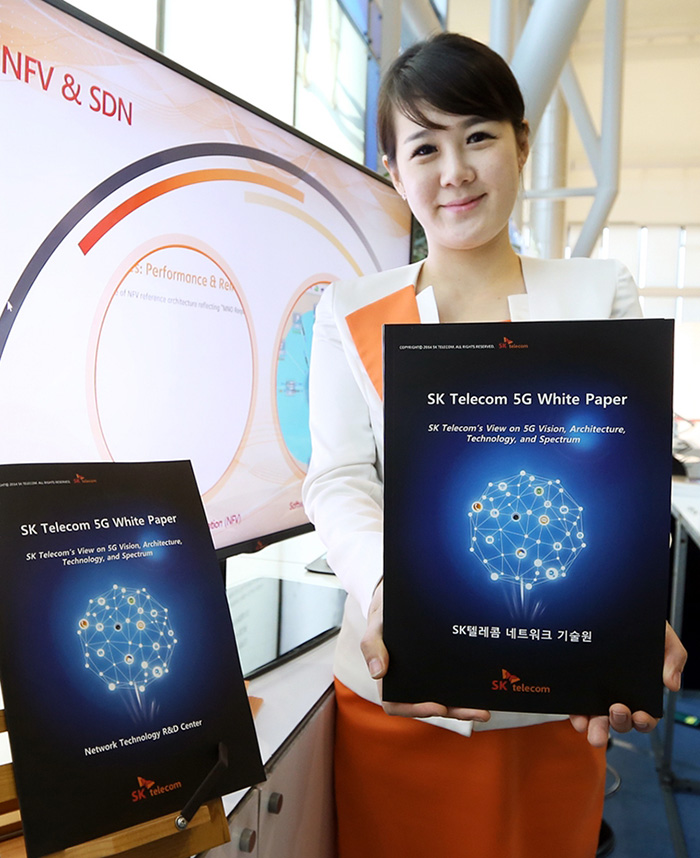 SK Telecom shows off its 5G White Paper during the 5G Global Summit on October 20. (photo courtesy of SK Telecom)
