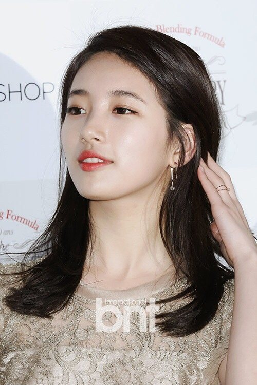 Netizens Compare The Visuals Of Suzy And Sulli