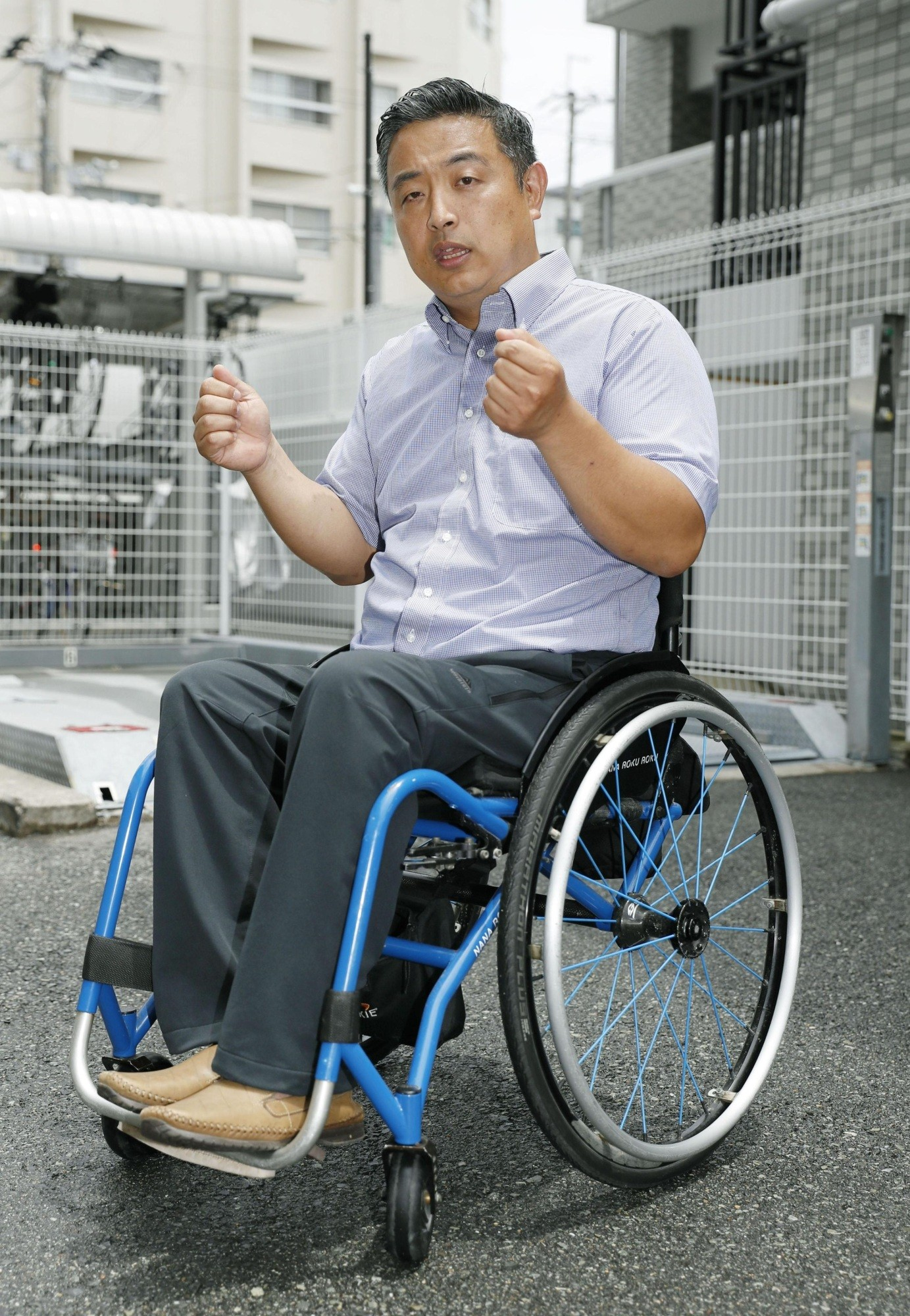 wheelchair japan facial chairs equipment japanese airline forced paralyzed man to climb up the