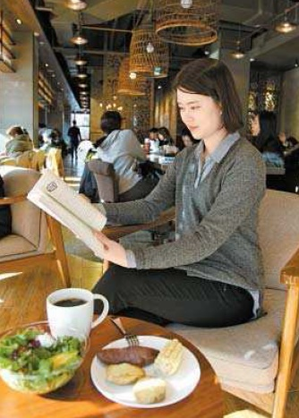 A customer reads a book at a Starbucks branch in Jongno District, central Seoul. [STARBUCKS KOREA]