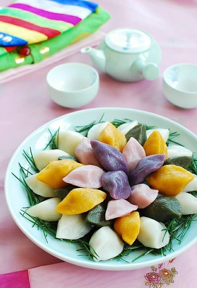 Songpyeon recipe (how to make Korean half-moon shaped rice cake)
