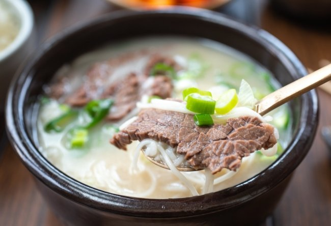Korean milky bone soup with sliced beef and noodles
