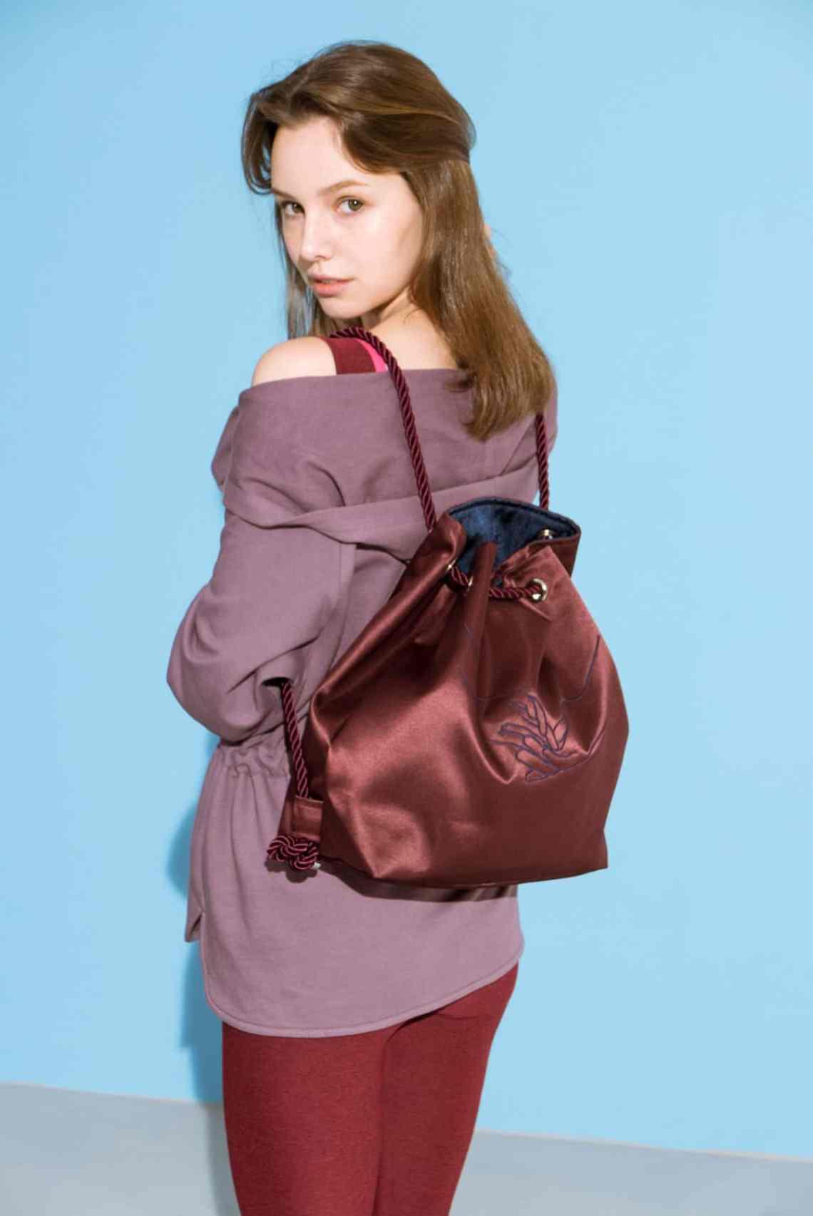 SMK burgundy-Navy reversible satin bag