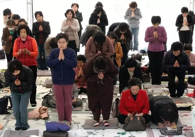 South Korean parents pray for their children's success in their College Scholastic Ability Test during a special service, at a temple in Seoul, South Korea, Thursday, Nov. 12, 2009. About 500,000 high school seniors and graduates across the country are scheduled to take the exam Thursday that will virtually determine their admission to college. (AP Photo/Ahn Young-joon)