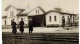 Nedatovaný snímek staniční budovy (okolo roku 1925)